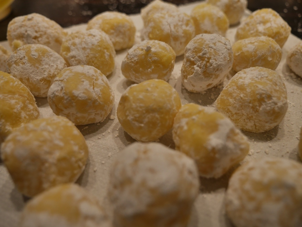 White chocolate lemon butter pralines
